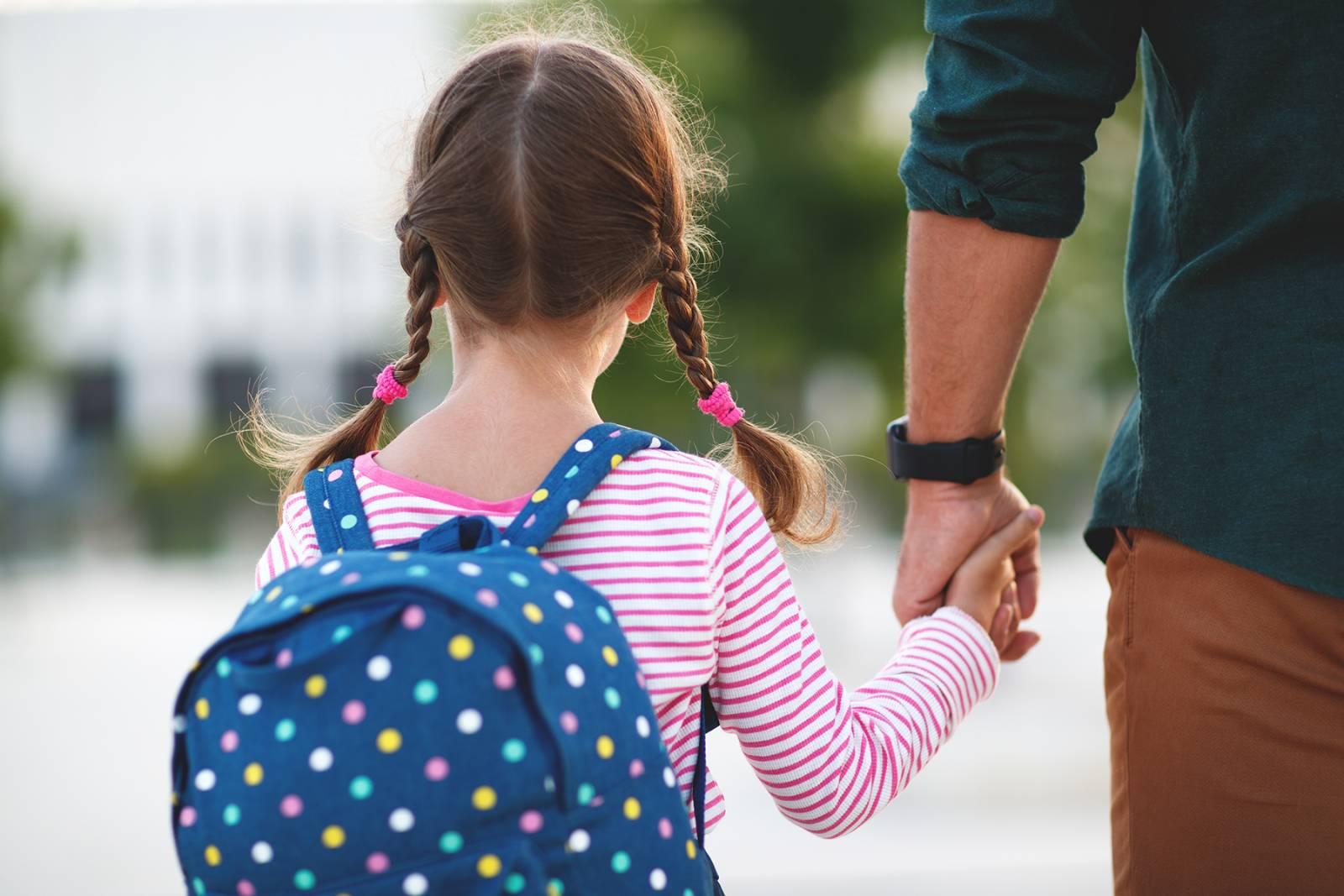 Was wird zum Schulstart benötigt   Kleidung markieren   Klebekerlchen