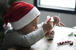 Weihnachtswerkstatt: Tipps für Weihnachtsgeschenke und Weihnachtsdekorationen, die Kinder basteln können